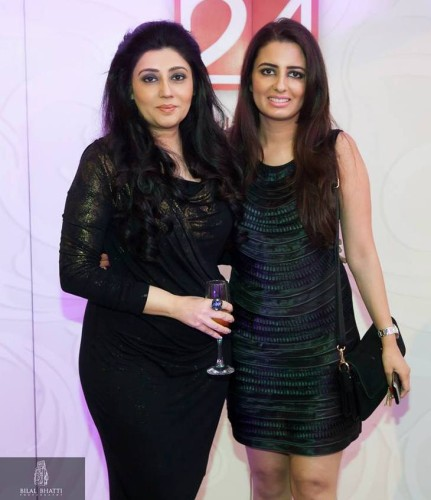 Dubai Makeup Artist Reshu Malhotra/ Dubai Beauty Blogger with Desiger Archana Kochhar